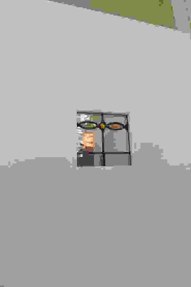 ホワイトカントリー: 有限会社横田満康建築研究所が手掛けたカントリーです。,カントリー