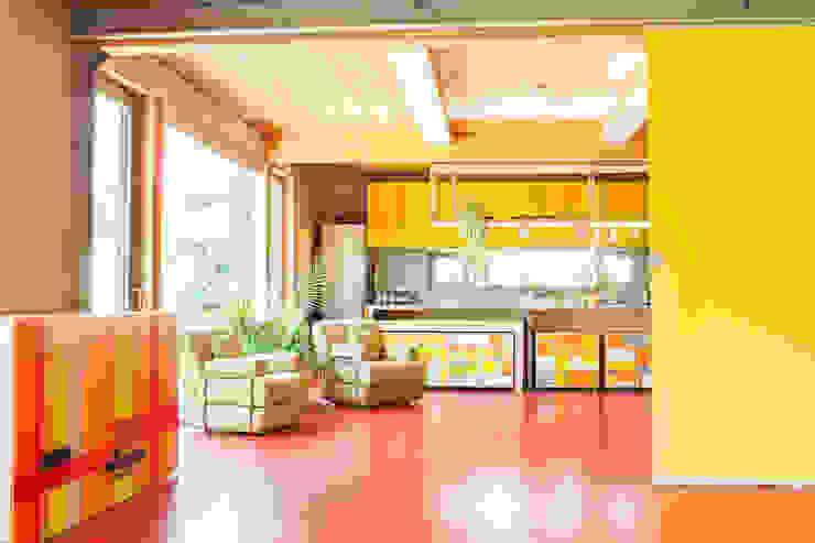 Cocinas de estilo moderno de Architekturbüro Dr. Görstner Moderno Madera Acabado en madera