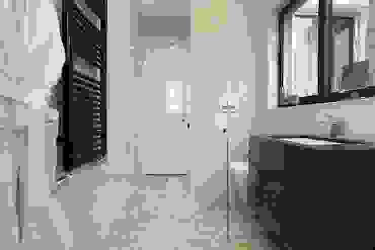 Monte Carlo Penthouse Salle de bain moderne par Vesta Vision Moderne