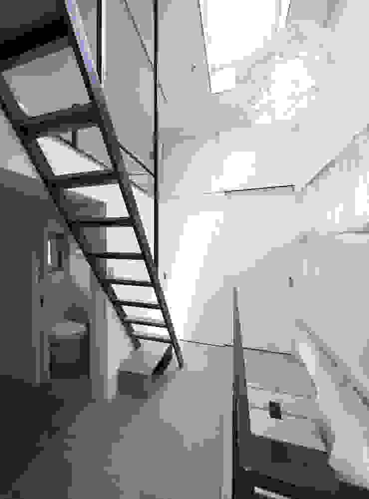 Modern bathroom by 토맥건축사사무소 Modern