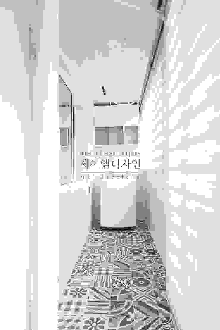 영통 매탄동 동남아파트 22평인테리어 인더스트리얼 발코니, 베란다 & 테라스 by JMdesign 인더스트리얼