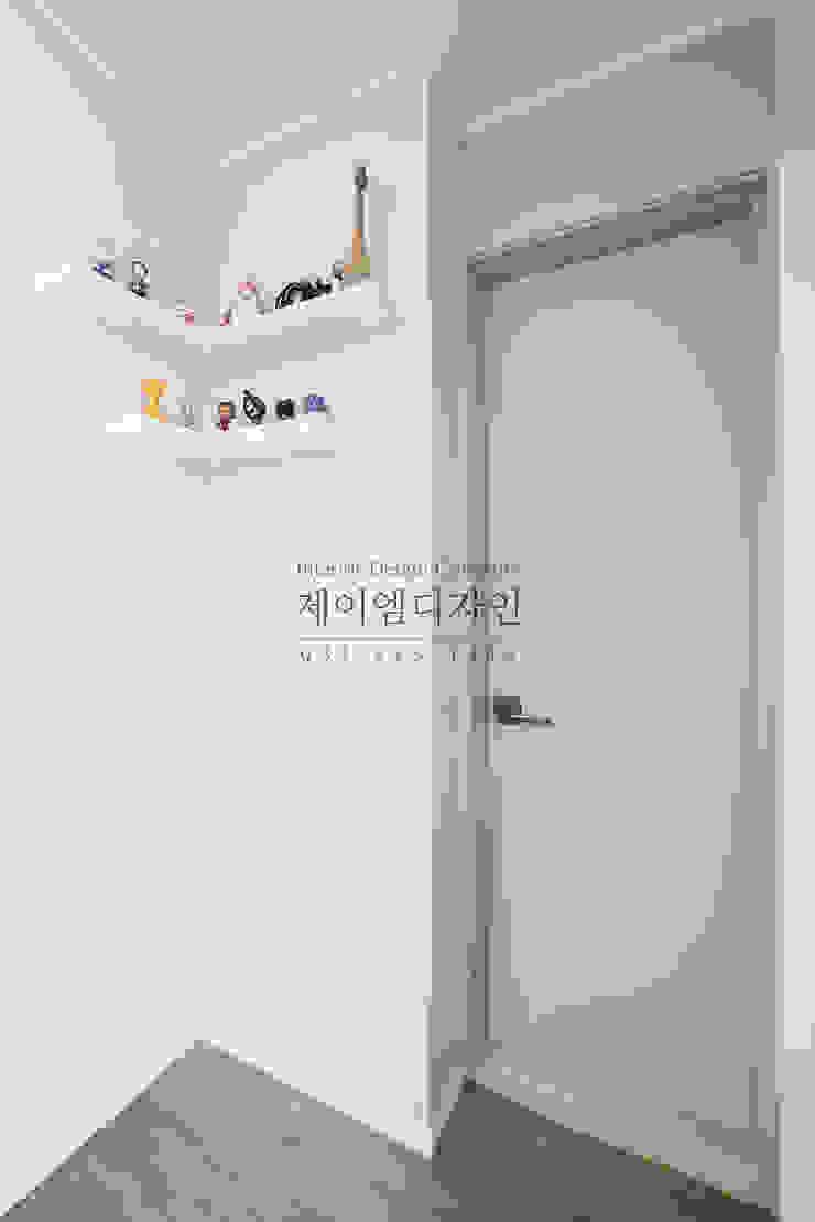 영통 매탄동 동남아파트 22평인테리어 인더스트리얼 복도, 현관 & 계단 by JMdesign 인더스트리얼