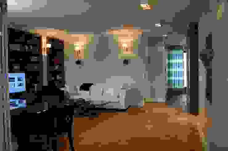 Livings de estilo clásico de Sic! Zuzanna Dziurawiec Clásico Madera Acabado en madera