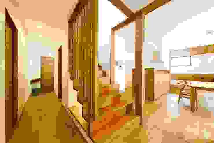 haus--slou モダンスタイルの 玄関&廊下&階段 の 一級建築士事務所haus モダン 木 木目調