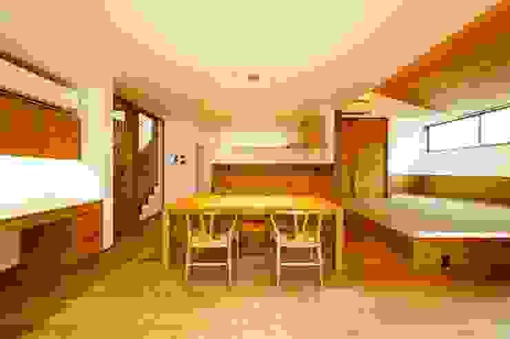 haus-slou モダンデザインの ダイニング の 一級建築士事務所haus モダン 木 木目調