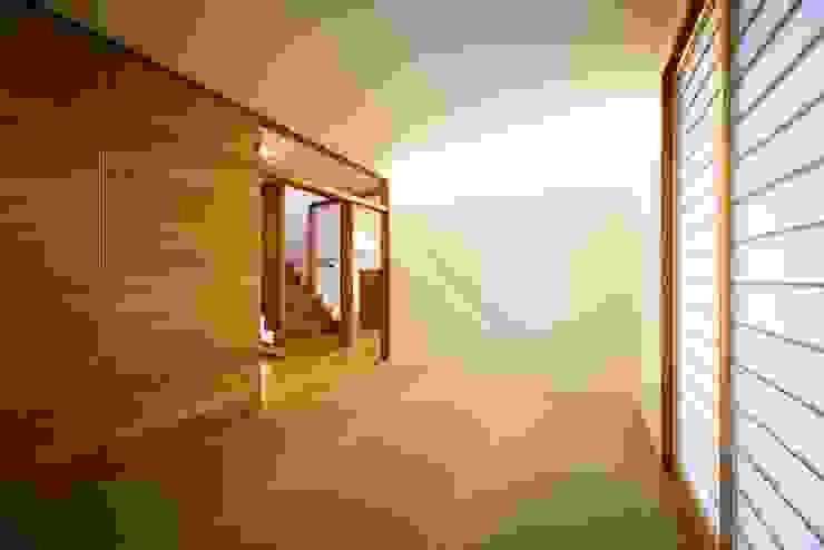 haus-slou モダンデザインの 多目的室 の 一級建築士事務所haus モダン 木 木目調