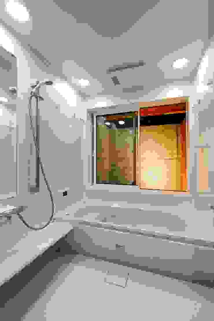 haus-slou モダンスタイルの お風呂 の 一級建築士事務所haus モダン プラスティック