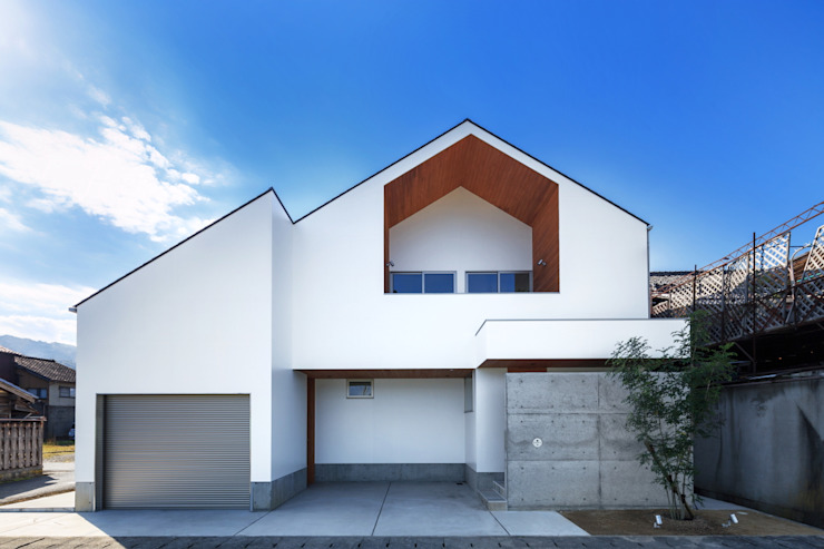 haus-slou モダンな 家 の 一級建築士事務所haus モダン 木 木目調
