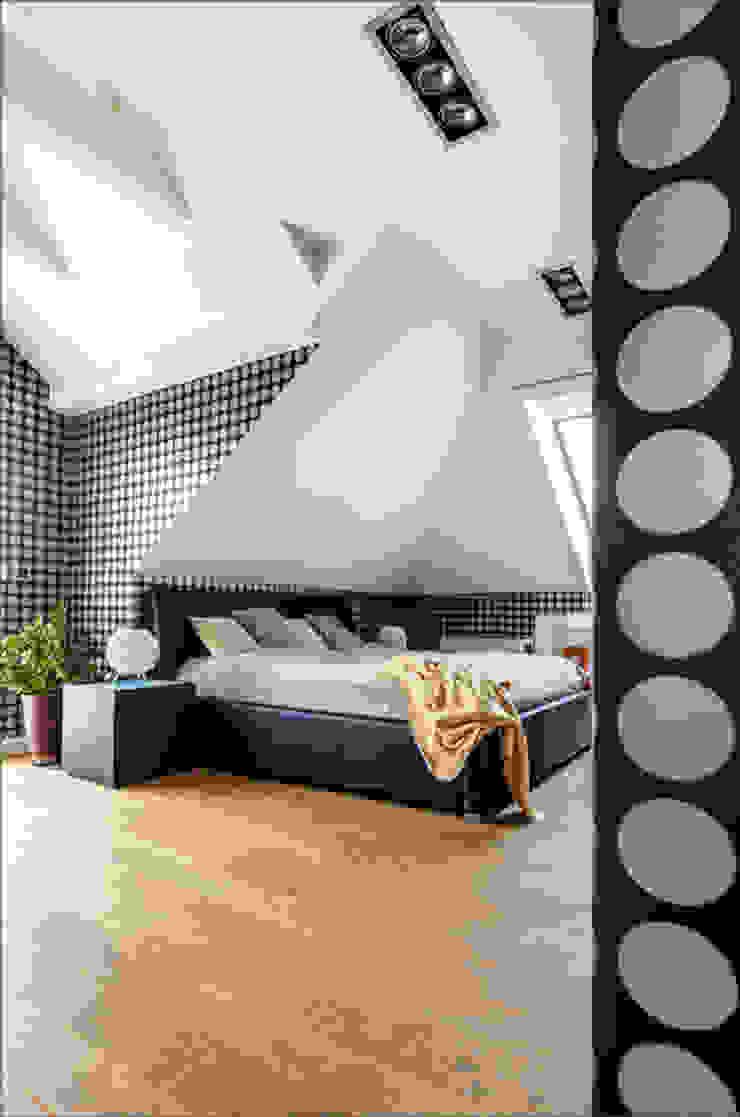 Our photoshoot of apartment design by Decocafe Architects Nowoczesna sypialnia od Ayuko Studio Nowoczesny