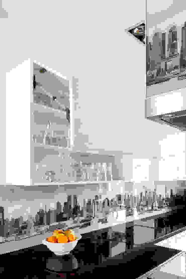 Our photoshoot of apartment design by Decocafe Architects Nowoczesna kuchnia od Ayuko Studio Nowoczesny
