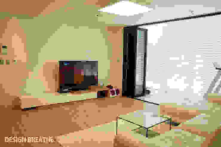 Salas de estilo moderno de 디자인브리드 Moderno
