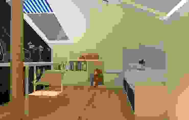 Dormitorios infantiles modernos: de Sic! Zuzanna Dziurawiec Moderno Madera Acabado en madera