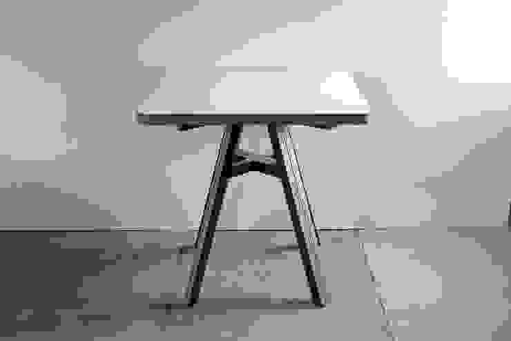 HORSE TABLE: FLANGE plywoodが手掛けた工業用です。,インダストリアル