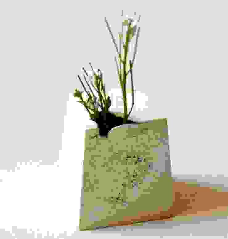 四角い小さな花入れ: 五月女寛が手掛けた折衷的なです。,オリジナル