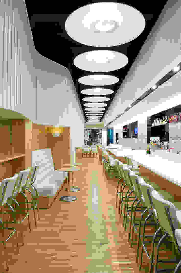 PRIMARIO Restaurante Barra Comedores de estilo moderno de Tragaluz Estudio de Arquitectura Moderno