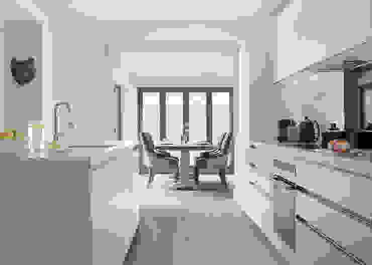Basement Kitchen homify Modern style kitchen White