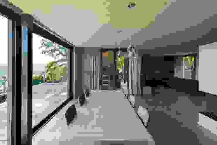 Столовые комнаты в . Автор – BURO5 - architectes & associés, Модерн