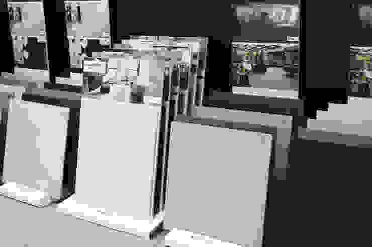 Showroom Tons de Banho Paredes e pisos modernos por TONS DE BANHO Moderno