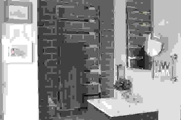 Showroom Tons de Banho: Casas de banho  por TONS DE BANHO