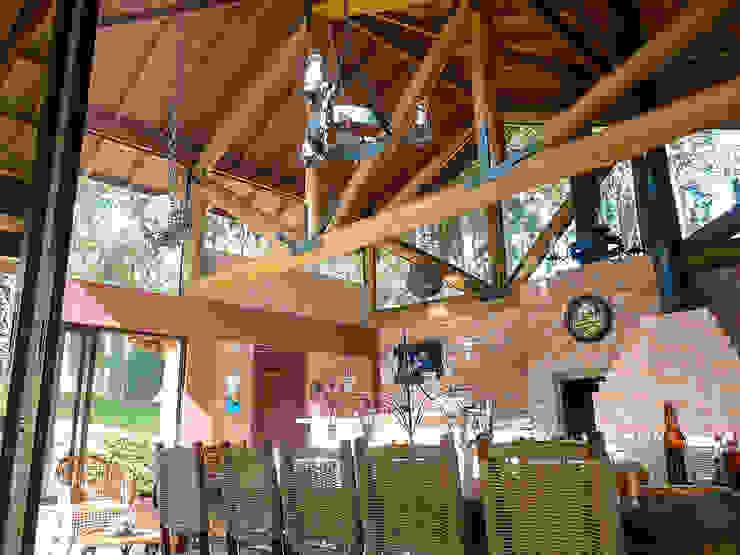 Churrasqueira da Residência WS Casas rústicas por Sakaguti Arquitetos Associados Rústico Madeira Efeito de madeira
