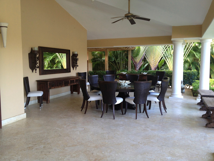 Porch and Dining table Kolonialny balkon, taras i weranda od Lid&er Ltd Kolonialny Drewno O efekcie drewna
