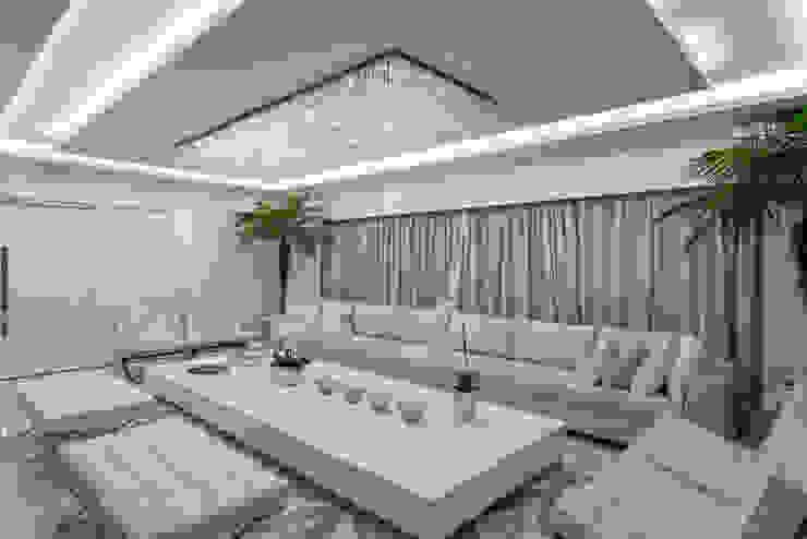 Apartamento Palazzo Salas de estar modernas por Designer de Interiores e Paisagista Iara Kílaris Moderno