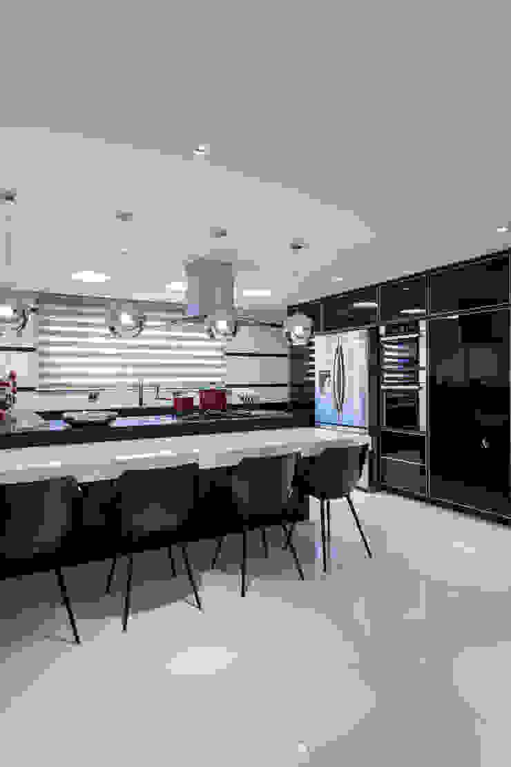 Modern kitchen by Designer de Interiores e Paisagista Iara Kílaris Modern Marble