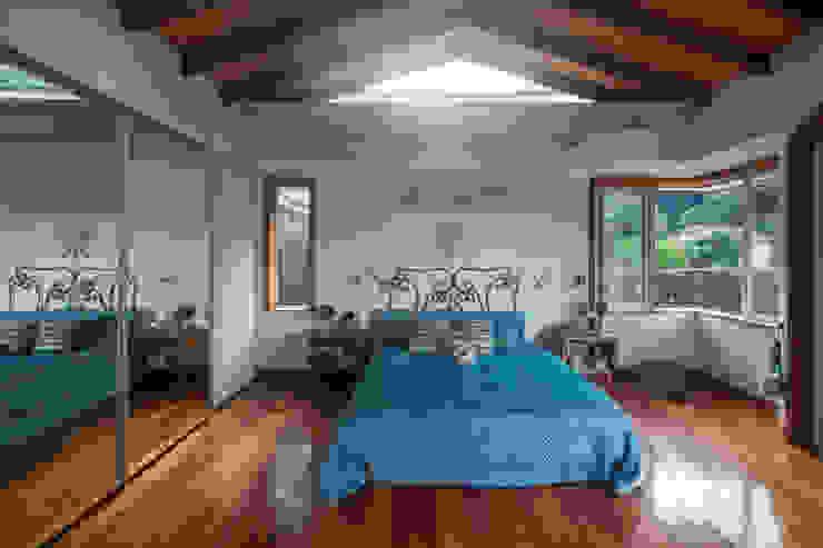 Tropische Schlafzimmer von Maria Claudia Faro Tropisch Holz Holznachbildung