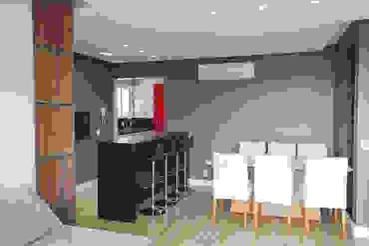 Apartamento MBK Salas de jantar minimalistas por Superstudiob Minimalista MDF