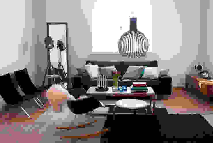 低い位置に吊るすくつろぎのリビングルームのための照明, Octo 4240 ペンダント(セクトデザイン): ランピオナイオが手掛けた現代のです。,モダン 木 木目調
