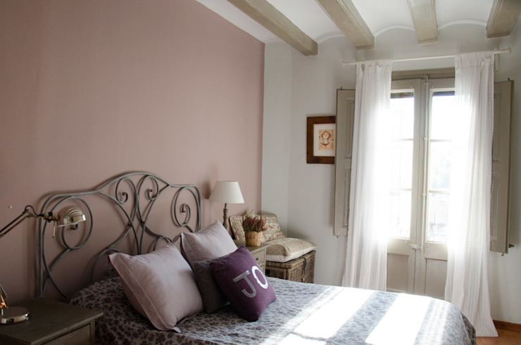 Camera da letto moderna di Nice home barcelona Moderno