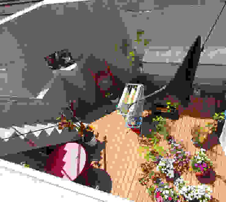 多彩なコンクリート壁の家 モダンデザインの テラス の ユミラ建築設計室 モダン