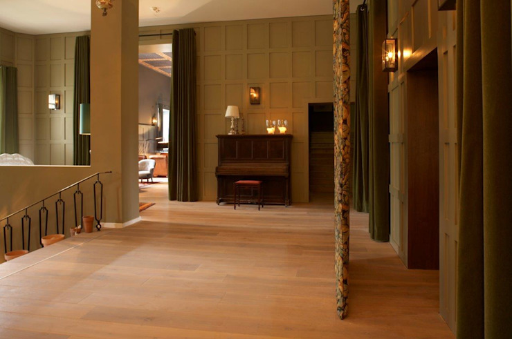 Hotel Das Kranzbach Country style hotels by Dennebos Flooring BV Country Wood Wood effect