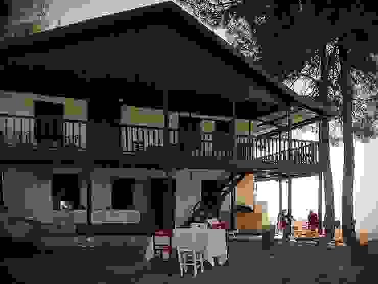 Landelijke balkons, veranda's en terrassen van Mimar Damla Demircioğlu Landelijk