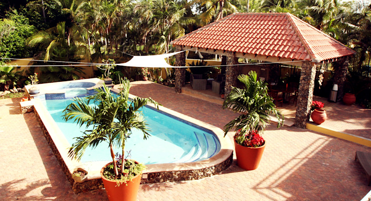 Varandas, marquises e terraços tropicais por architectenbureau Aerlant Cloin BNA Tropical