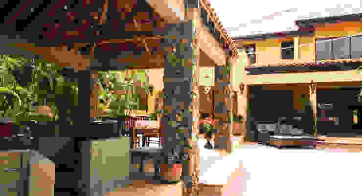 gazebo Tropische balkons, veranda's en terrassen van architectenbureau Aerlant Cloin BNA Tropisch