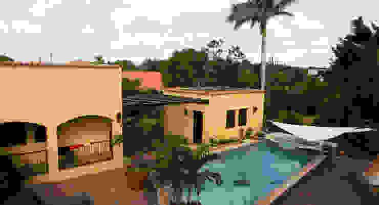 zicht vanaf een van de dakterrassen Tropische balkons, veranda's en terrassen van architectenbureau Aerlant Cloin BNA Tropisch