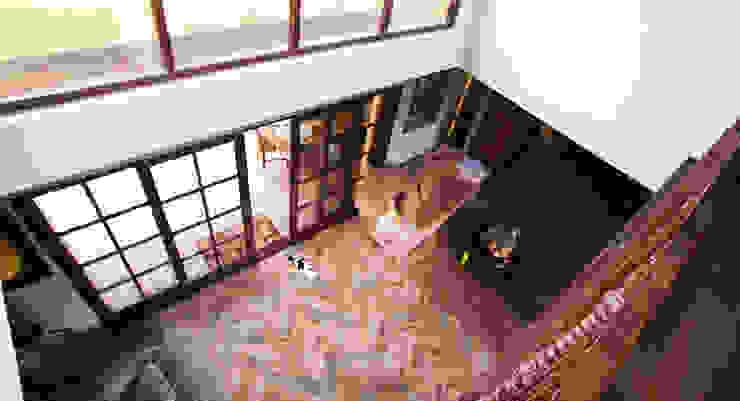 vide woonkamer Tropische woonkamers van architectenbureau Aerlant Cloin BNA Tropisch
