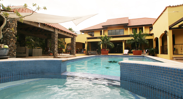 jacuzzi en pool Tropische zwembaden van architectenbureau Aerlant Cloin BNA Tropisch