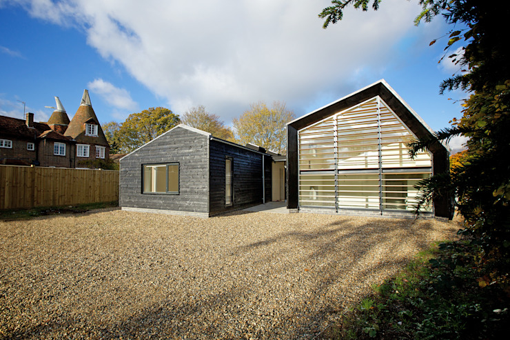 Front elevation of ​Bourne Lane eco-house in Kent Modern houses by Nash Baker Architects Ltd Modern Wood Wood effect