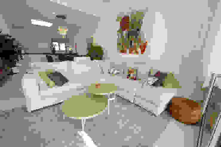 Modern Living Room by DF Design Modern
