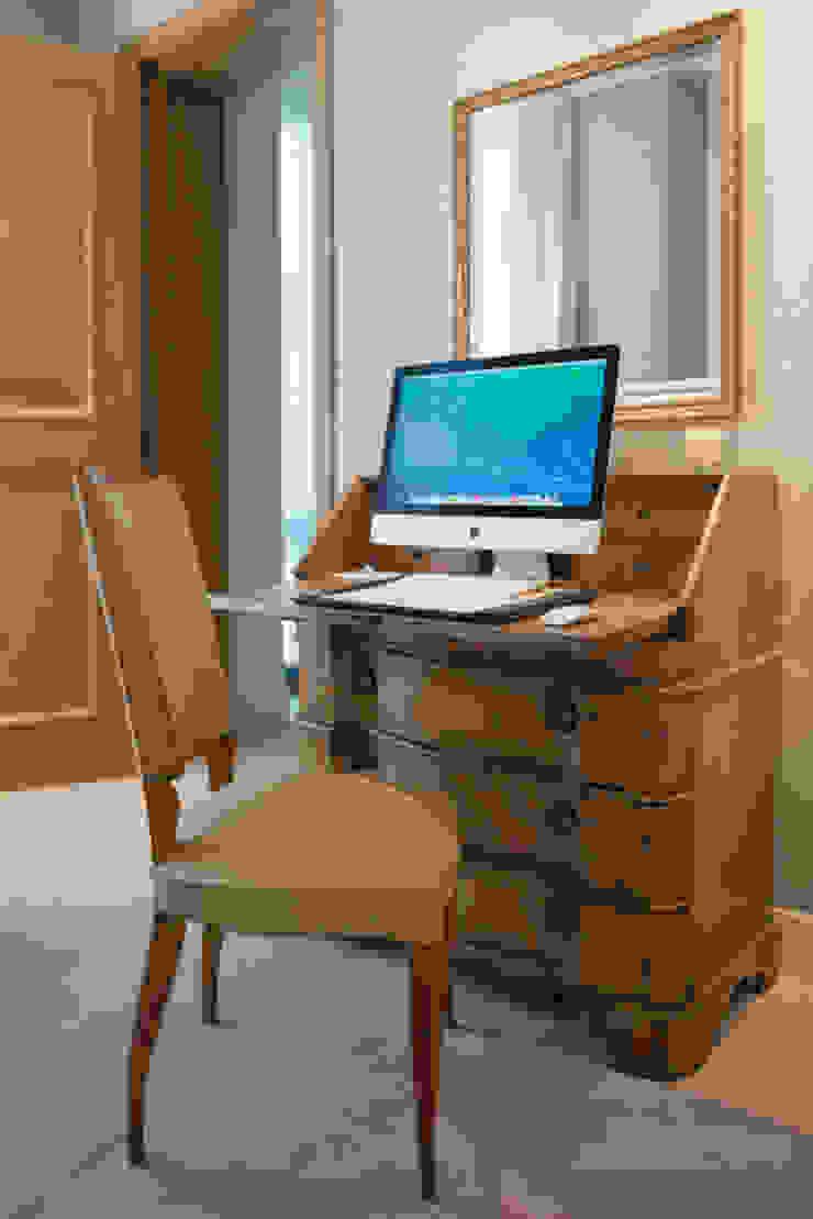 Study space London Residential AV Solutions Ltd Estudios y despachos de estilo moderno Madera Beige