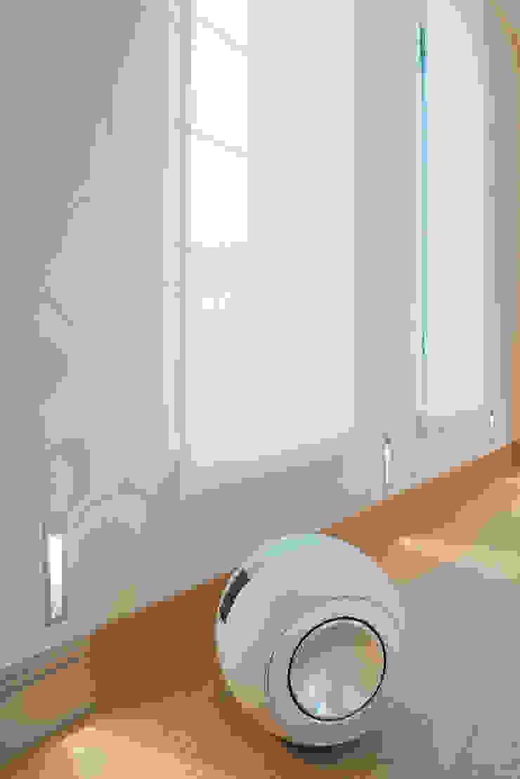 Bowers & Wilkins subwoofer London Residential AV Solutions Ltd Salones de estilo moderno