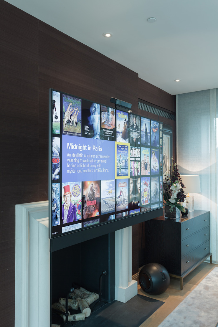Wall mounted TV on electric bracket London Residential AV Solutions Ltd Salas multimedia de estilo moderno