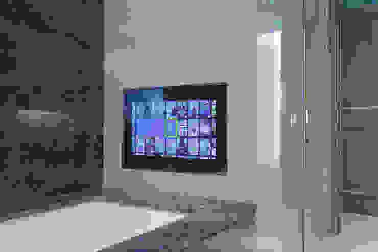Bathroom TV Modern bathroom by London Residential AV Solutions Ltd Modern