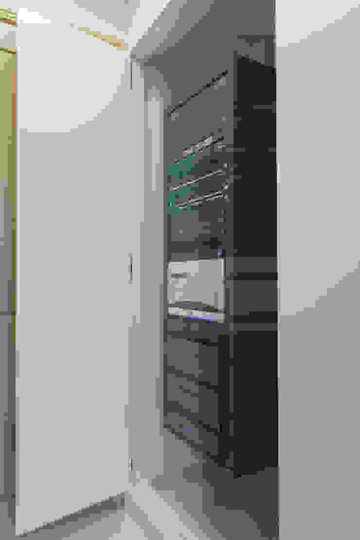 Hidden rack London Residential AV Solutions Ltd Salas multimedia de estilo moderno