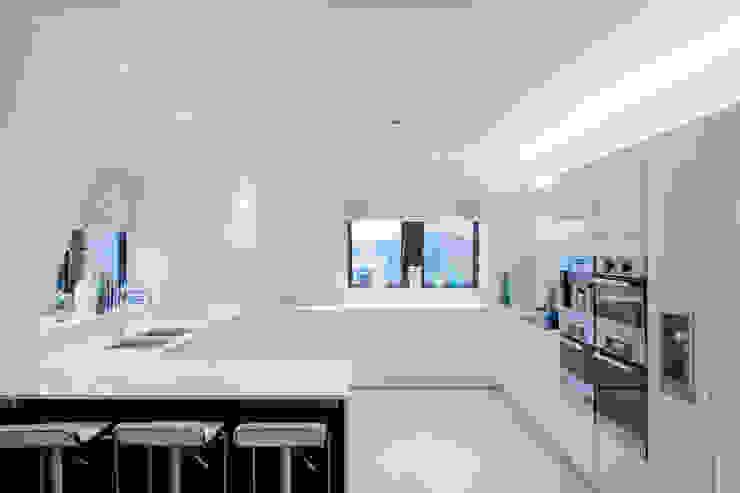 Chelsea Apartment London Residential AV Solutions Ltd Cocinas de estilo moderno Blanco