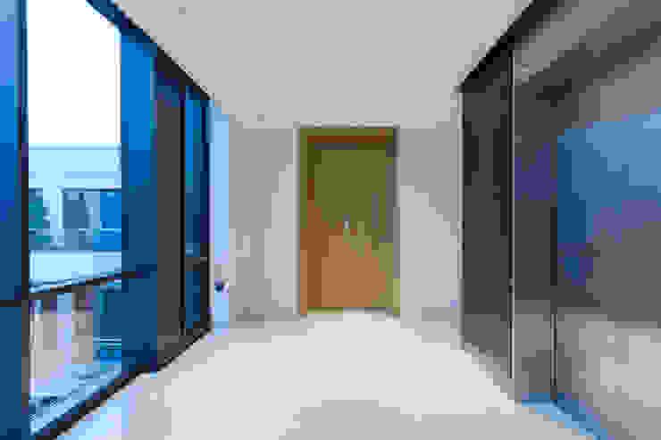 Entrance London Residential AV Solutions Ltd Pasillos, vestíbulos y escaleras de estilo moderno