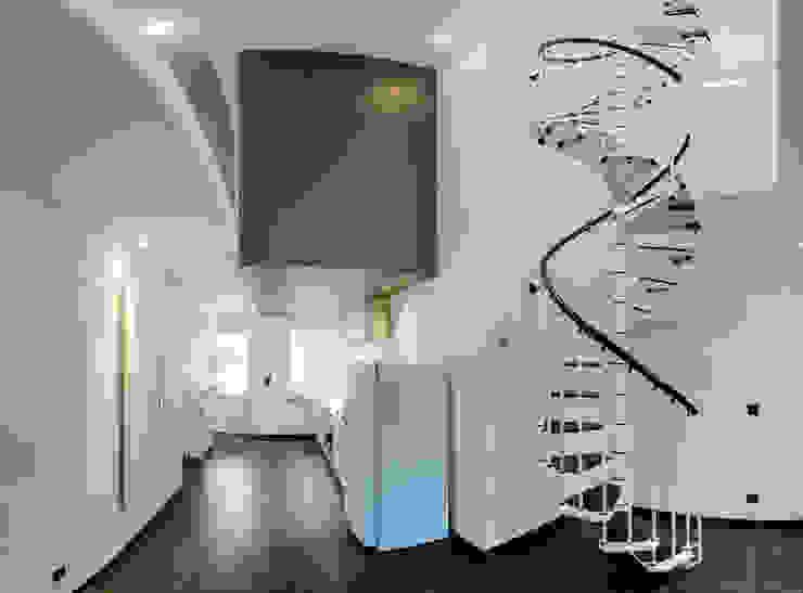 Pasillos, vestíbulos y escaleras modernos de architecte jean-marc beckers Sprl Moderno