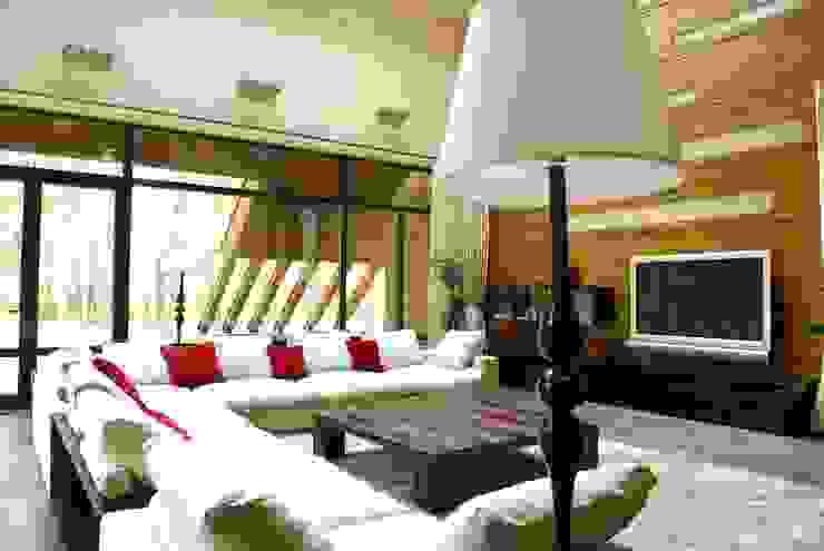 Загородный дом Гостиная в стиле модерн от Армен Мелконян Модерн